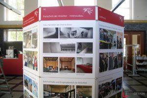 Infotafeln der Ausstellung in der Bibliothek