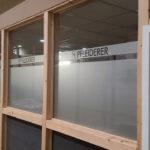 Beschriftung des Meetingraums der Pfleiderer GmbH