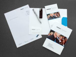 Corporate Design PESA bestehend aus Mappe, Rechnungsvorlage, Visitenkarten, Flyer, Broschüre, Kugelschreiber und Feuerzeug