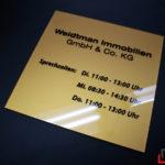Aushängeschild der Weidtman Immobilien GmbH mit Sprechzeiten