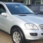 Mercedes mit abdunkelnden Scheibenfolien hinten