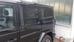 Mercedes Geländewagen mit dunkler Scheibenfolierung