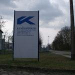 großes Schild vor der Klaus Köhler GmbH mit entsprechender Beschriftung